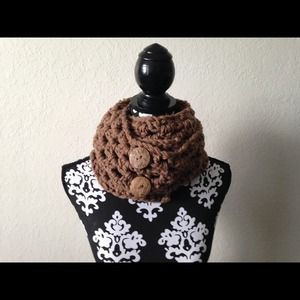 Accessories - Chunky Button scarf