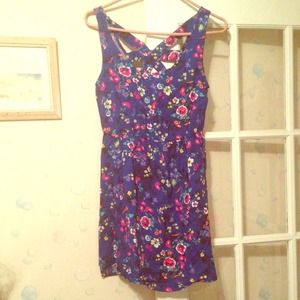 Dresses & Skirts - Nwt adorable floral dress