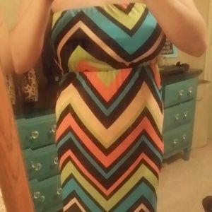 Dresses & Skirts - Chevron maxi dress