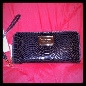 Sale!! Brand New Michael Kors Continental Wallet
