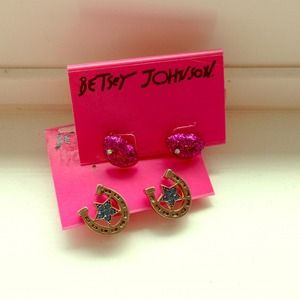 Betsey Johnson Jewelry - Betsey Johnson lips & horseshoe earrings