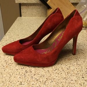 Sam Edelman Red pump w/snake on the back size 8.5