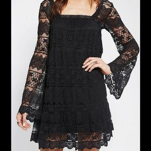 ❤️️SOLD ❤️UO Swinging 60s Bell Sleeve Lace Dress