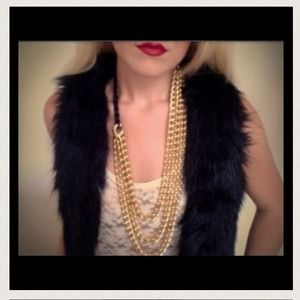 Its all that rage layering necklace from HRH.