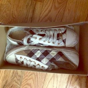  AUTHENTIC BURBERRY SNEAKERS