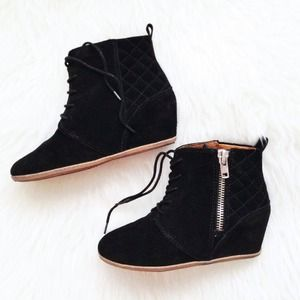 DV by Dolce Vita Boots - ✨HP✨ DV by Dolce Vita quilted booties