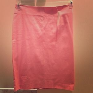 Fitted NY & Company pink pencil skirt. NWT!