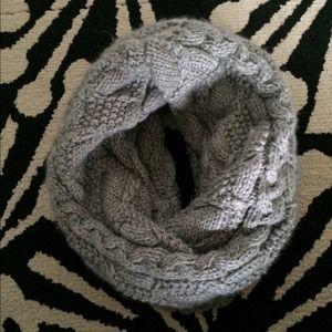GAP Accessories - Gap Chunky Knit Infinity Scarf