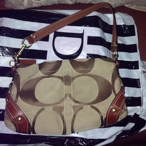  Auth. Coach sig. bag used but great condition