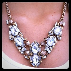 Gorgeous statement necklace