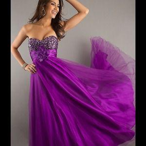 Dresses & Skirts - Full Length Strapless Formal Gown