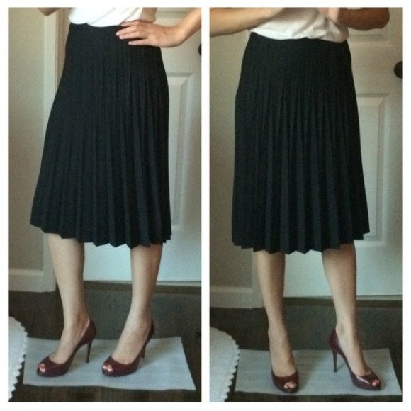 7bed1825e2 Banana Republic Dresses & Skirts - Banana Republic black pleated skirt