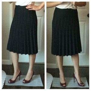 Banana Republic black pleated skirt