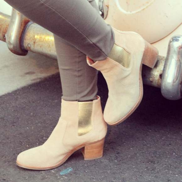 Sperry Boots - Sperry tan and gold booties