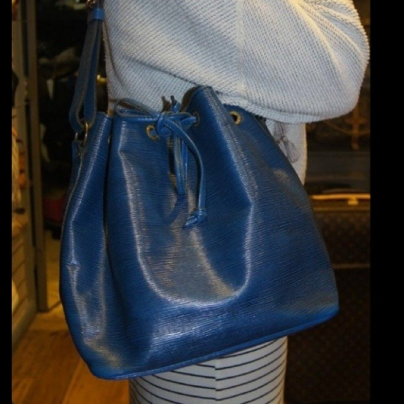 Louis Vuitton Handbags - 100% AUTHENTIC LOUIS VUITTON Petit Noe NM Blue Epi 0a2b1e7b4254f