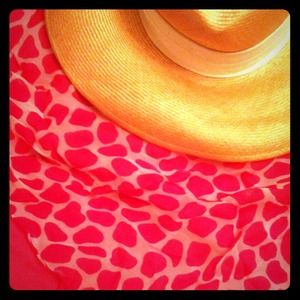 Accessories - 🎉HP🎉 Fuchsia Animal Print Scarf