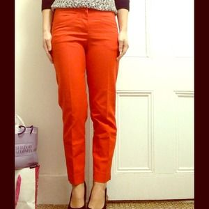 Red cropped pant with front slit pockets