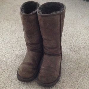 $110 SALE  !!authentic UGG dark chocolate boots!