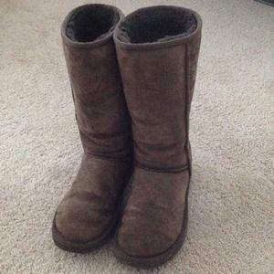 UGG dark chocolate boot - used
