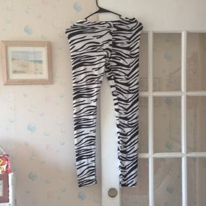 Pants - Nwt zebra print leggings