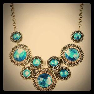 Jewelry - Vintage Style Bronze Necklace w/Blue Gems 😍