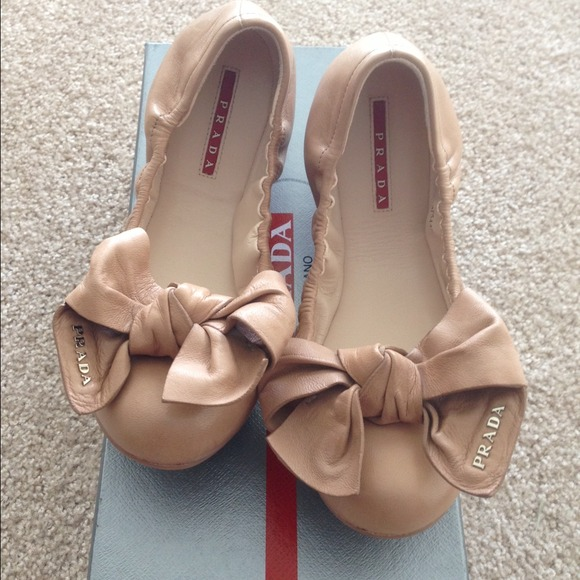 Prada Bow Flats ��SOLD����������