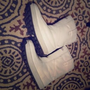ALDO white leather snow boots