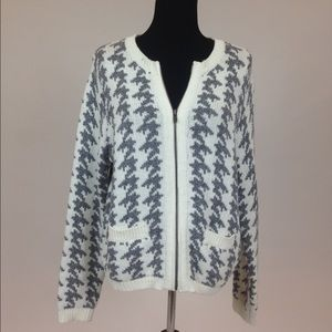 Old Navy Sweaters - White & Grey Houndstooth Zip-Up Cardigan Sweater