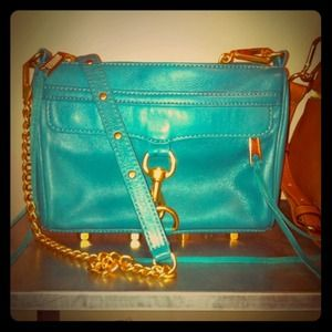 REBECCA MINKOFF MINI MAC CLUTCH!
