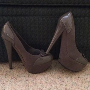 "Gray platform pumps 5 1/2"" heel Anne Michelle 7.5"
