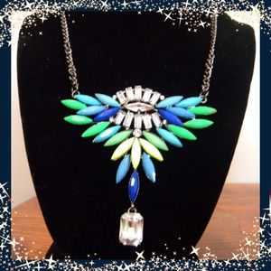  Very pretty multicolored necklace.