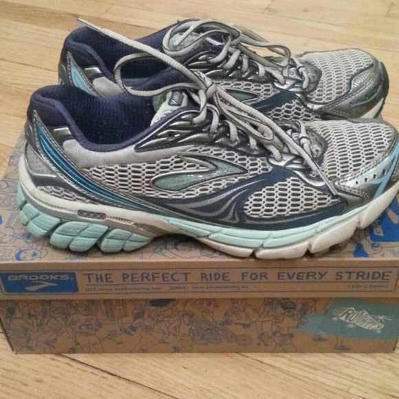 Brooks Running Shoes - Used Brooks Ghost 4 running sneakers