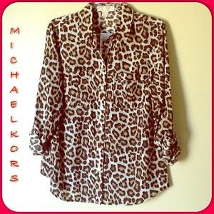 Michael Kors Tops - 🎉HP🎉 Michael Kors 😻Animal Print Button Down👚