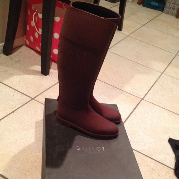 gucci rain boots. ✨hold✨ red insulated gucci rain boots