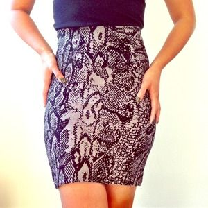 BCBG form fitted skirt