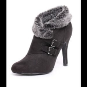 Shoes - Black Fur Lined Booties
