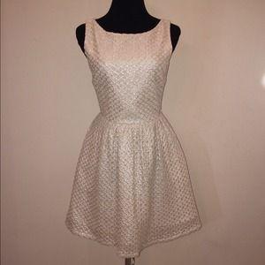 🎉HP🎉ASO Taylor Swift Alice + Olivia Marla Dress