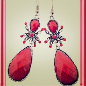 Jewelry - Tibetan Silver Earrings w/Red Crystals ❤️