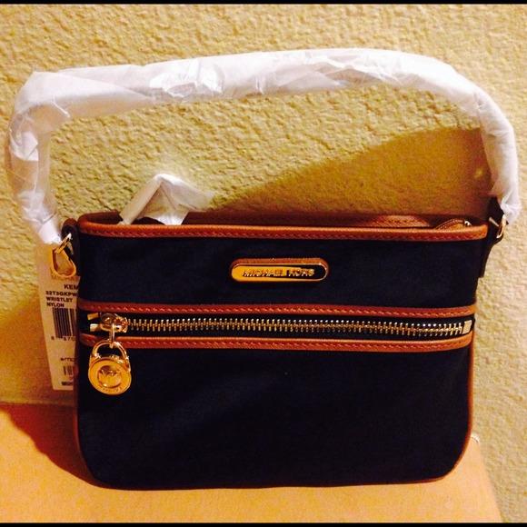 422a7cba9d72 Michael Kors Bags | Sold On Tradesy Mk Kempton Black Wristlet | Poshmark