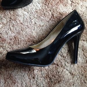 Christian Siriano Shoes - 🔗 Black high heels