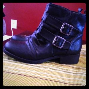 SOLD Black buckle boots booties size 6