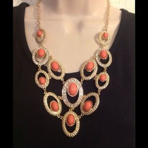 BEAUTIFUL CORAL STATEMENT NECKLACE!