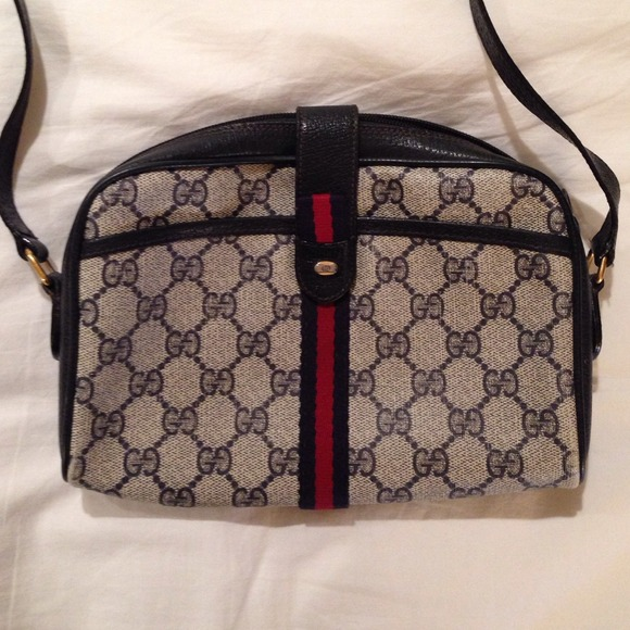 d3d50d32beb Gucci Handbags - Vintage Gucci Cross Body bag