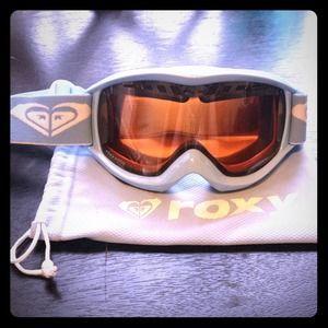 Snow boarding goggles