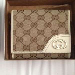 Authentic Gucci wallet for sale! ✨✨