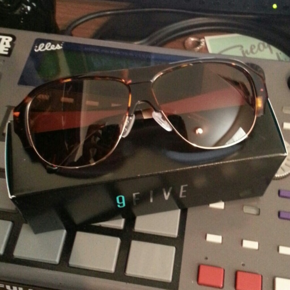 741f3f9df13f5 Accessories - 9Five Major 2 s polarized sunglasses BUNDLE