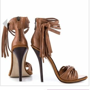 Brown high heels MIA limited ed. Lauren cognac