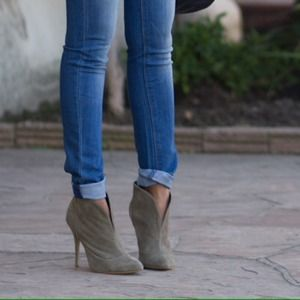 Express Boots - Express - olive suede booties