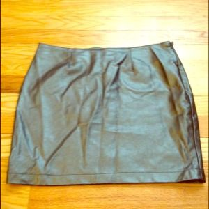 ON HOLD Faux leather skirt
