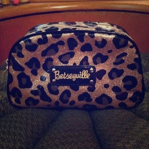 Betseyville Cheetah Make Up Bag